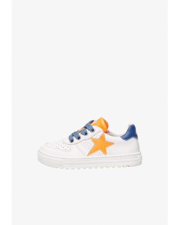 Sneaker in pelle traforata con stella
